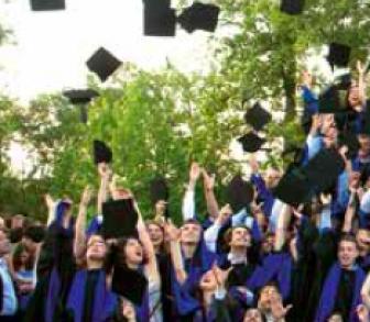 Témoignages : diplômés en droit, ils sont passés par HEC !