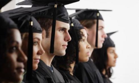 De quoi sont composés les concours d'admissions parallèles ?