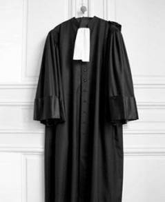 Voile et port de la robe d'avocat : un compromis impossible ?