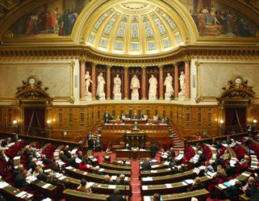 Le projet de loi sur l'accès à son dossier en garde à vue adopté par le Sénat